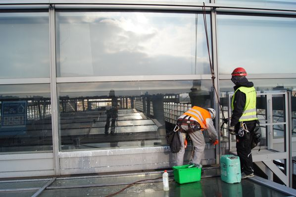 gereinigte Glasfassade